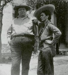 Frida Kahlo first met Diego Rivera when she was an art student hoping to get advice on her career from the famous Mexican muralist. Frida E Diego, Diego Rivera Frida Kahlo, Frida Art, Famous Artists, Great Artists, Fridah Kahlo, Famous Mexican, Mexican Artists, Mo S