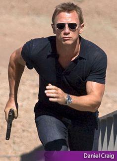 Daniel Craig... James Bond Tuxedo, James Bond Style, Popular Sunglasses, e6674972ed34