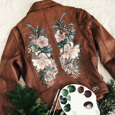 Floral Leather Jacket, Painted Leather Jacket, Diy Clothing, Custom Clothes, Custom Leather Jackets, Diy Fashion, Fashion Outfits, Looks Black, Painted Clothes