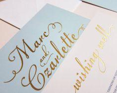 Azul claro con la invitación de la boda de la hoja de oro - muestra