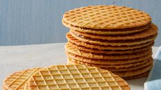 Stroopwafels - Martha Stewart Often sold as street snacks in Holland, stroopwafels come from the same town famous for Gouda cheese. They're a decadent treat made from two waffle cookies sandwiched together with caramel. Waffle Cookies, Sandwich Cookies, Pizzelle Cookies, Waffle Americano, Stroopwafel Recipe, Cookie Desserts, Dessert Recipes, Cookie Recipes, Biscuits