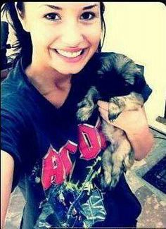Demi Lovato with puppy Oliver. Camp Rock, Teen Celebrities, Celebs, Without Makeup, Her Music, Four Legged, Celebrity Crush, Role Models, Animales