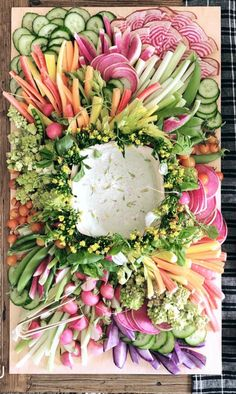 15 Swoon-Worthy Cheese & Charcuterie Boards Hosting a party at home? Look no further than these 15 swoon-worthy cheese and charcuterie boards that we are absolutely obsessed with. Veggie Platters, Party Platters, Veggie Tray, Vegetable Dishes, Easter Recipes, Appetizer Recipes, Recipes Dinner, Easter Food, Easter Dinner Menu Ideas