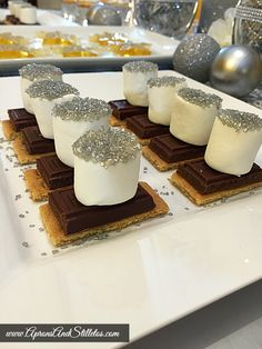 Aprons and Stilletos: Sparkly New Year's Eve Dessert Table New Years Eve Dessert, Party Entertainment, Cupcake Recipes, Dessert Table, Panna Cotta, Aprons, Delicious Recipes, Tablescapes, Ethnic Recipes