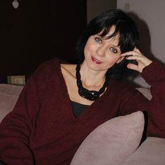 "pour les tricoteuse : tuto du pull ""alerte rouge"" - HARITI : le blog Knit Crochet, V Neck, Knitting, Point, Cardigans, Blog, Women, Fashion, Easy Knitting"