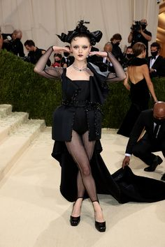 """The 2021 #MetGala is here! Fashion's biggest night is back, and this year the theme is """"In America: A Lexicon of Fashion.""""Tap to see every #celebrity #redcarpet arrival. Simone Biles, Justin Bieber, Celebrity Dresses, Celebrity Style, Madonna, Kim Kardashian, Met Gala Outfits, Valentino Gowns, Met Gala Red Carpet"""