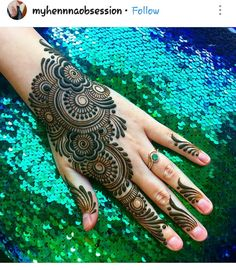 We have Arabic new mehndi designs plane for you. The simple Arabian mehndi design is for beginners. It will also look trend ever. Mehandi Designs, Henna Art Designs, Mehndi Designs For Girls, Mehndi Designs 2018, Dulhan Mehndi Designs, Mehndi Designs For Fingers, Henna Mehndi, Henna Tattoos, Bridal Mehndi