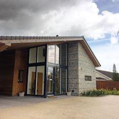 moderne Häuser von O2i Design ltd