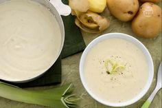 La Potage Parmentier è una delle più famose zuppe della tradizione culinaria francese, preparata con ingredienti semplici: porri, patate e panna.
