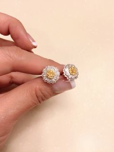 Yellow diamond and white diamond lace design , very elegant and classic , set in 18k white gold