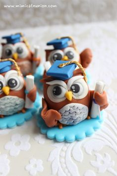 Owl Graduation Fondant Cupcake Toppers by mimicafe Union Fondant Cupcakes, Fondant Toppers, Cupcake Cakes, Fruit Cakes, Fimo Polymer Clay, Polymer Clay Animals, Owl Cakes, Ladybug Cakes, Graduation Cupcakes
