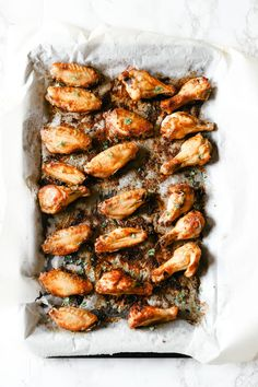 Baked Dry Rub Chicken Wings are low carb and full of flavour. An easy dinner to make, simply pair it with your favourite side salad or a dip and enjoy! Paleo Chicken Wings, Dry Rub Chicken Wings, Oven Baked Chicken, Chicken Wing Recipes, Crispy Chicken, Smoked Beef Brisket, Smoked Pork, Rub Recipes, Healthy Recipes