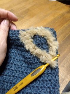 【百均毛糸で!】超簡単!被るだけで猫耳♡帽子を編んでみよう!|LIMIA (リミア) Fingerless Gloves, Arm Warmers, Beauty, Fingerless Mitts, Cuffs, Fingerless Mittens, Beauty Illustration