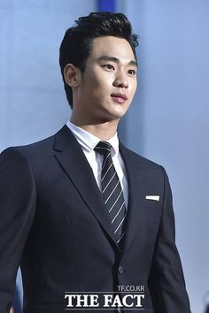 awesome Kim Soo Hyun - Korean Pop Culture & Art Awards (17.11.2014)
