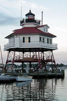 https://flic.kr/p/48kLu | Drum Point Light (MD) | 47 ft (14 m) cottage screwpile lighthouse with octagonal 1-story keeper's house; lantern and gallery centered on the roof. Original 4° Fresnel lens on display. Building painted white, lantern and gallery black; roof is red. Decommissioned in 1962, the lighthouse fell victim to vandals until moved to its present site in 1975.