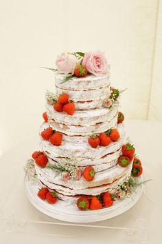 strawberry naked cake  | Berry and Cherry Wedding |  Matrimonio primaverile rosso e verde http://theproposalwedding.blogspot.it/ #spring #wedding #cherry #berry #strawberry #matrimonio #primavera #fragole #ciliegie