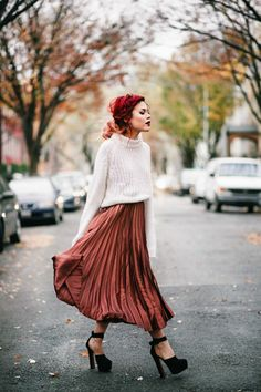 7 Cozy-Chic Looks For Winter Pelo Corto Lucy Hale, Satin Pleated Skirt, Midi Rock Outfit, Looks Style, My Style, Mode Grunge, Grunge Style, Grunge Look, 90s Grunge