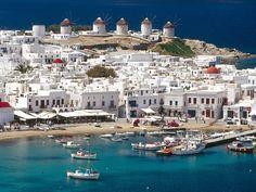 """Ilha Grega Míkonos - É um dos mais populares destinos turísticos entre as ilhas gregas. Possui belas praias e excelentes recursos para turismo. Míkonos, que significa """"ilha branca"""", em grego. É composta principalmente de rocha de granito"""