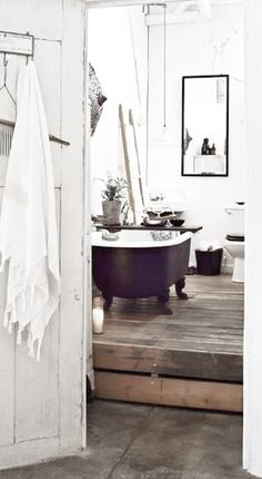 Shabby Chic Bathroom with dark ☆ Decoration Inspiration, Decoration Design, Bathroom Inspiration, Interior Inspiration, Interior Exterior, Interior Design, Casa Patio, Ideas Para Organizar, Bathroom Interior