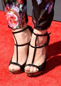 Holland Roden Strappy Sandals - Holland chose these black and gold trimmed strappy sandals to complete her red carpet look at the Young Hollywood Awards. Strappy Sandals, Gladiator Sandals, Teen Wolf Fashion, Celebrity Feet, Holland, Lace Up, Hollywood, Celebrities, Model