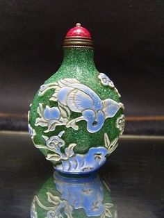 Exquisite Chinese Peking glass hand carved snuff bottle