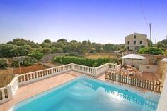 Mooie villa met omheind zwembad en barbeque. Zo kunnen ook de kleinsten veilig genieten !