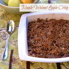 Maple Walnut Apple Crisp – a fall fruit crisp with a healthy twist Maple Dessert Recipes, Apple Recipes, Fall Recipes, Delicious Desserts, Healthier Desserts, Yummy Food, Winter Food, Fall Food, Maple Walnut