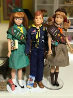 Here's Girl Scout Skipper, Cub Scout Ricky, and shouting out for the Brownies- Scooter. Check out all the merit badges! Mattel Barbie, Barbie And Ken, Barbie Sisters, Barbie Family, Barbie Diorama, Barbie Accessories, Thing 1, Barbie Dream, Vintage Barbie Dolls
