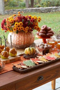 40+ Gorgeous Thanksgiving Centerpieces to Complete Your Dinner Table