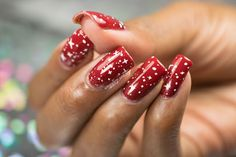 Christmas 2015 Simples: OPI Snowflakes Wrapping Paper Inspired Nail Art