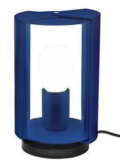 Lampe de table Pivotante by Charlotte Perriand / Réédition 1962 A découvrir sur le site design madeindesign.com. Une sélection coup de coeur de la rédaction de www.source-a-id.com