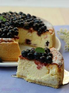 cheesecake ai mirtilli ✫♦๏༺✿༻☘‿MO Aug ‿❀🎄✫🍃🌹🍃🔷️❁`✿~⊱✿ღ~❥༺✿༻🌺♛༺ ♡⊰~♥⛩⚘☮️❋ Cheesecake Cupcakes, Cheesecake Recipes, Pudding Desserts, Dessert Recipes, Delicious Desserts, Yummy Food, Cheese Dessert, Torte Cake, Classic Cake