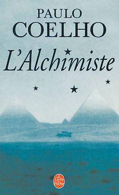"""L'Alchimiste - Paulo Coelho - """"Santiago, un jeune berger andalou, part à la recherche d'un trésor enfoui au pied des Pyramides. Lorsqu'il rencontre l'Alchimiste dans le désert, celui-ci lui apprend à écouter son cœur, à lire les signes du destin et, par-dessus tout, à aller au bout de son rêve. Merveilleux conte philosophique destiné à l'enfant qui sommeille en chaque être..."""""""