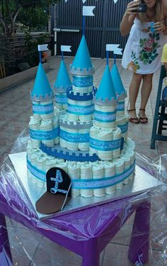 New Ideas for baby shower centerpieces princess diaper cakes Baby Cakes, Baby Shower Cakes, Regalo Baby Shower, Idee Baby Shower, Shower Bebe, Baby Shower Diapers, Baby Boy Shower, Baby Shower Gifts, Baby Gifts