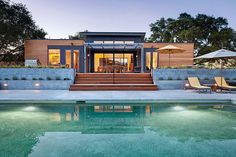 The Breezehouse was completed in January 2012 by the Massachusetts based prefab firm Blu Homes. This home is located in the heart of the Sonoma Wine Country, Healdsburg, California, USA.            ..
