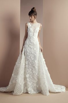 Tony Ward Bridal 2018 l Desert Flower I Off white lace dress with bateau neckline and an overskirt with a Chapel train.