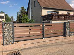 Gate Wall Design, House Fence Design, Modern Fence Design, Metal Fence Gates, Wooden Gates, Flat Roof House Designs, Tor Design, Gabion Wall, Driveway Entrance