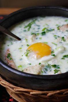 Treasures of Colombia: La Changua (Colombian Street Food) Fun Easy Recipes, Egg Recipes, Kitchen Recipes, Soup Recipes, Easy Meals, Cooking Recipes, Recipies, Colombian Cuisine, Colombian Recipes