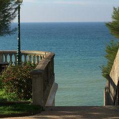 Au bout de l'escalier #Guéthary #safeplace #vibrations+