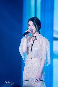 141113 at the 2014 MelOn Music Awards Korean Model, Korean Singer, Iu Fashion, Korean Fashion, Korean Dress, Han Ji Min, Celebs, Celebrities, Her Music
