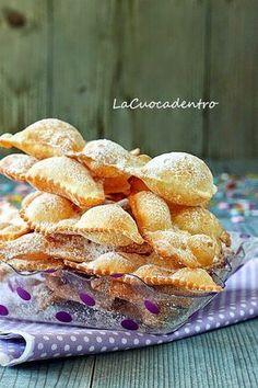 La Cuoca Dentro: Le Chiacchiere di Iginio Massari Italian Cookies, Italian Desserts, Mini Desserts, Sicilian Recipes, Beignets, Churros, Sweet Recipes, Cookie Recipes, Food To Make