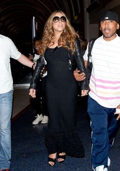 Mariah Carey Photos Photos - Mariah Carey arrives at LAX (Los Angeles International Airport) on a late night flight and is escorted out of the terminal by two bodyguards. - Mariah Carey Lands in LA