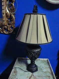 Lámpara de sobremesa con pantalla de tela, 86 cm de altura, 90 €