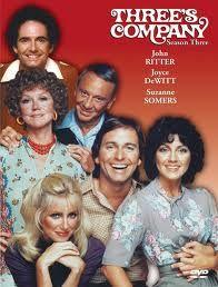 """Tre cuori in affitto (Three's Company) è una sit-com statunitense andata in onda per otto stagioni dal 1977 al 1984 con John Ritter, Joyce DeWitt, Suzanne Somers. La serie è il remake della serie britannica """"Un uomo in casa"""" (Man About the House)."""