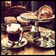 Fare merenda al Caffé Mulassano