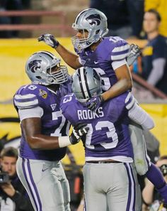 Kansas State wide receiver Tyler Lockett celebrate his touchdown with teammates Tavon Rooks and Cornelius Lucas during the first half of the Buffalo Wild Wings Bowl, Dec. Tyler Lockett, Buffalo Wild Wings, Kansas State University, Wide Receiver, College Football, Nfl, Cornelius, Celebrities, Conference