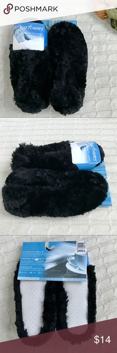 🆕 DEARFOAMS Black Fuzzy Cozy Warm House Slippers Keep those tootsies warm this winter with these incredibly soft Dearfoams!! Size Large (8-9) Color: Licorice (black) BRAND NEW with tags still attached Clean, smoke-free, pet-free home Dearfoams Shoes Slippers