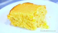 Clean Eating Corn Bread - Clean & Delicious®   Print the recipe here: http://cleananddelicious.com/2014/11/19/clean-eating-cornbread-video/
