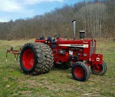 Old John Deere Tractors, Big Tractors, Farmall Tractors, Red Tractor, Tractor Parts, International Tractors, International Harvester, Antique Tractors, Vintage Tractors