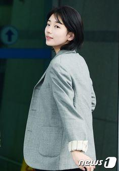 Suzy mất đi phong thái nữ thần với mái tóc ngắn và phong cách như con trai tại sân bay - Ảnh 8.